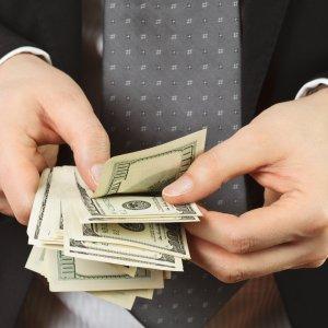 Когда выплачивается аванс и заработная плата в России: расчет и ответственность