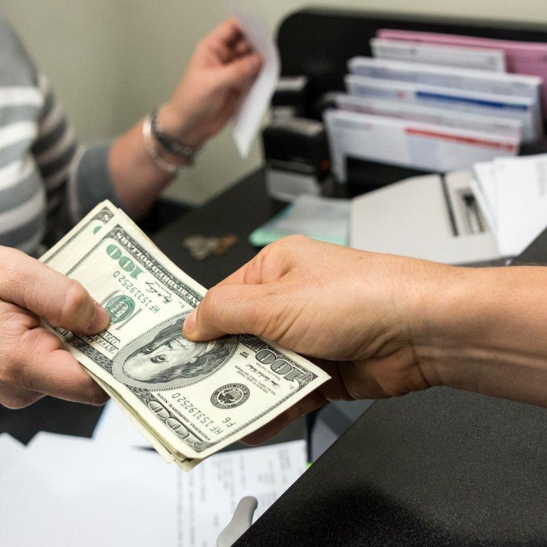 Положить деньги в банк