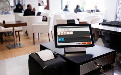 Кассовый аппарат в кафе