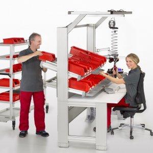 Сотрудники мебельного производства