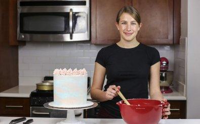 Завершающий этап производства тортов