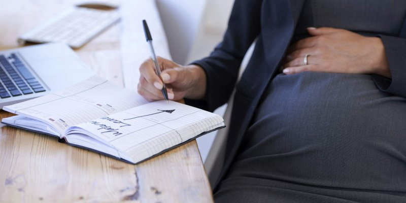 Входит ли декрет в трудовой стаж и как учитывается в дальнейшем