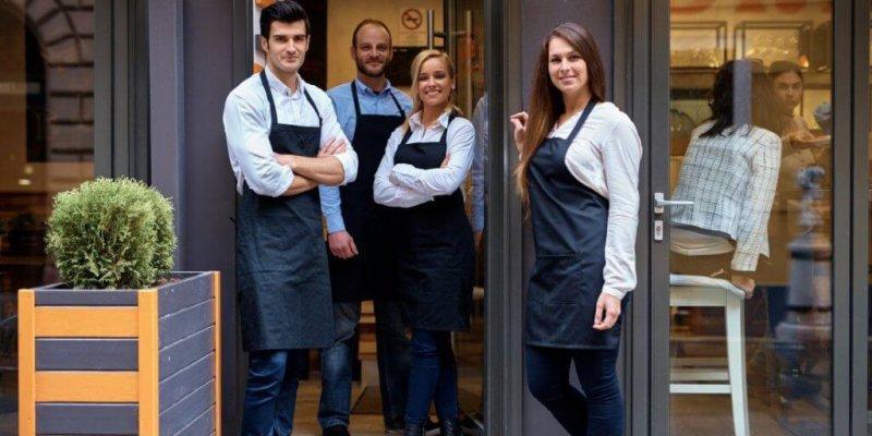 Служебные обязанности официанта в ресторане, плюсы и минусы должности