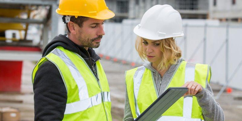 Чем определяются права и обязанности производителя работ в строительстве