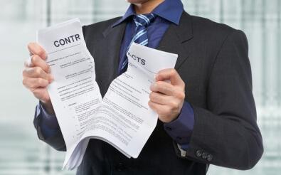 Как осуществляется расторжение срочного трудового договора по инициативе работника