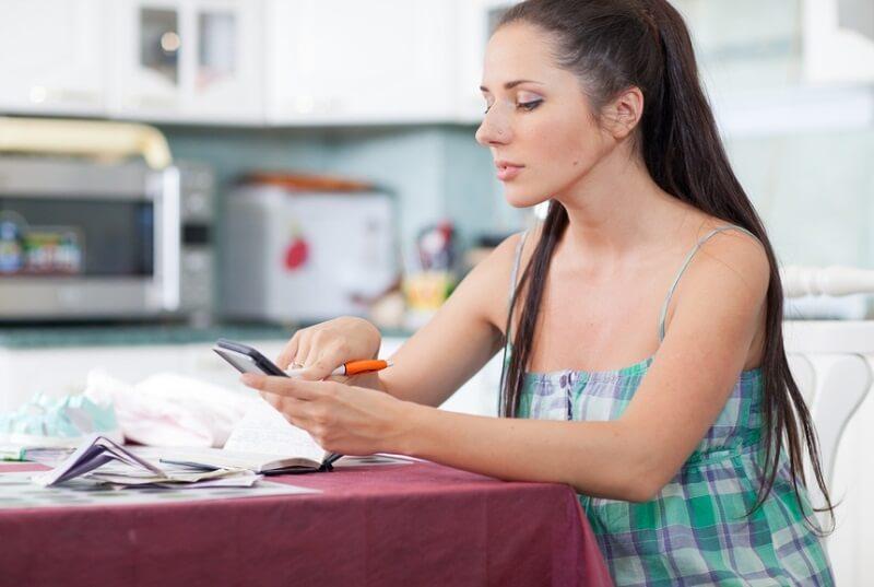Кто выплачивает декретные если женщина не работает
