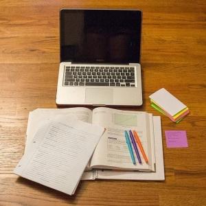 Как оплачивается учебный отпуск? Права работающих студентов и обязанности работодателей