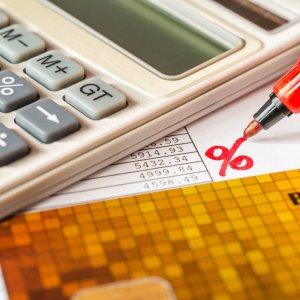 Как рассчитать пени по договору: правильно считаем и взыскиваем долги