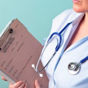 Трудовой договор с медицинским работником: образец оформления