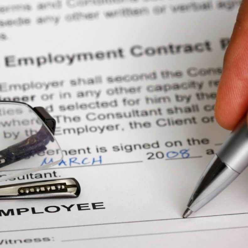 Оформление договора найма работника без официального трудоустройства и возможные подводные камни