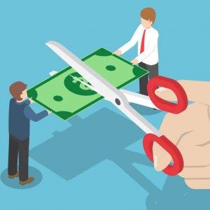 Сокращение заработной платы по инициативе работодателя: способы уменьшения