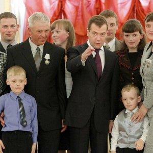 Награждение многодетной семьи