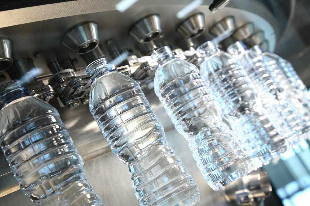 Розлив воды в бутылки
