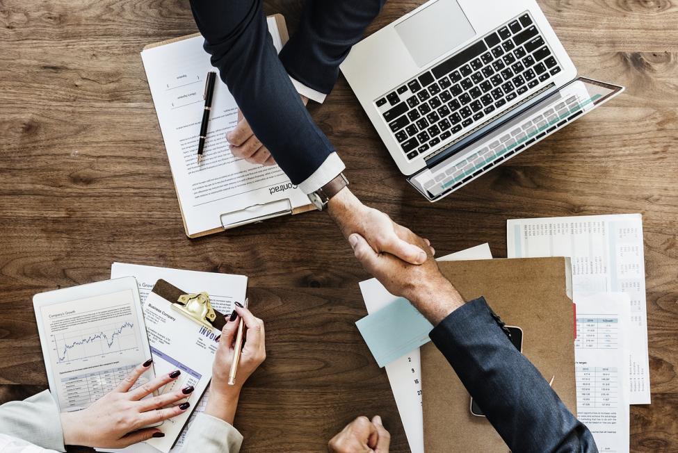 Какие документы необходимо предоставить при приеме на работу