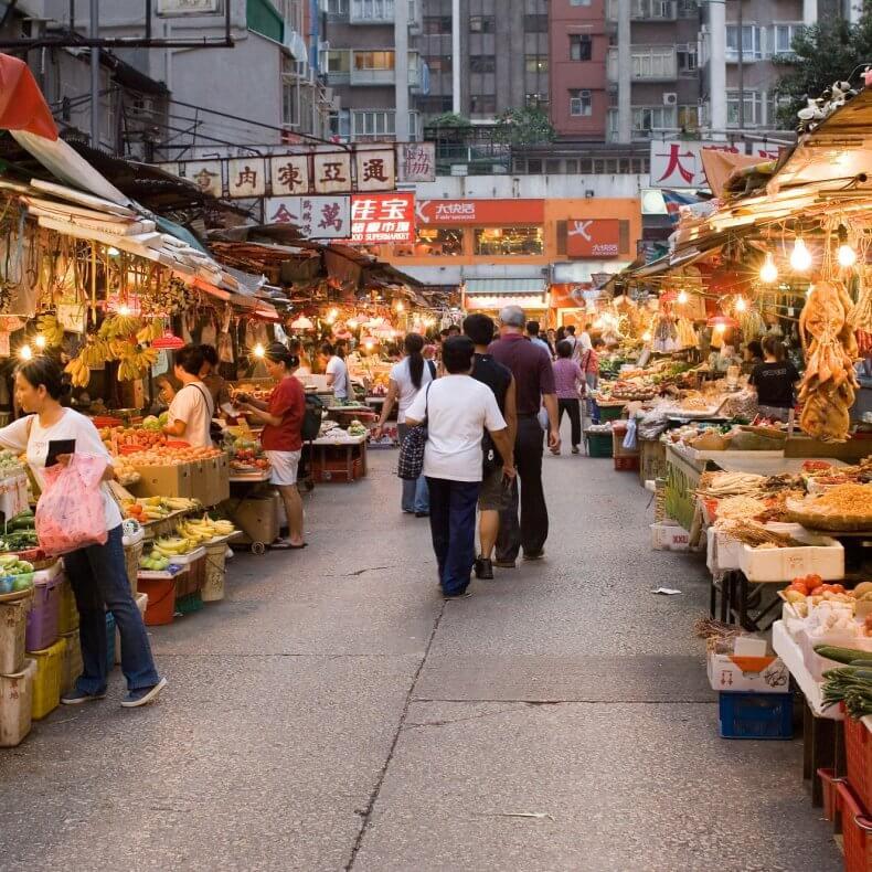 Торговля на рынке продуктами