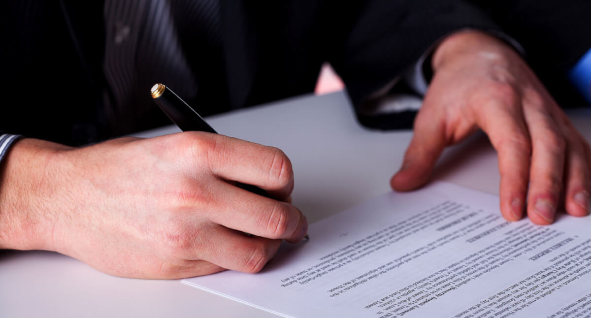 Подписание договора о принятии на работу