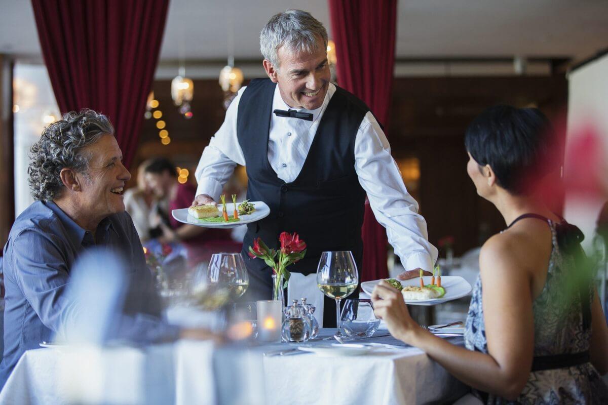 Секрет официанта в улыбке