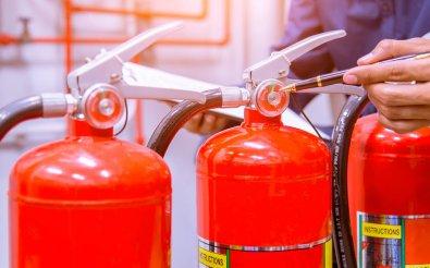 Проверка огнетушителей на целостность