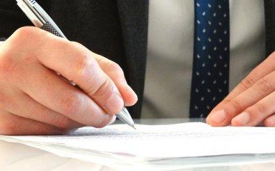 Подписание приказа директором