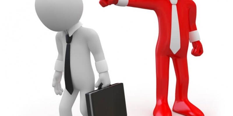 Увольнение сотрудника по инициативе работодателя. Что делать, и кто виноват?