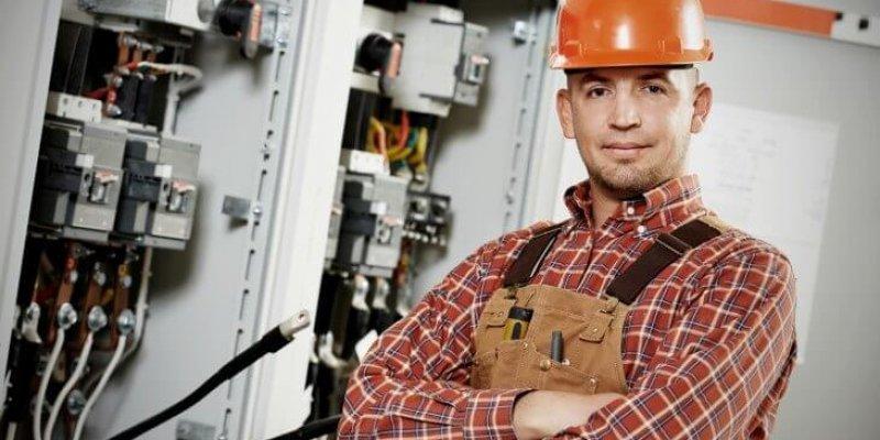 Должностные обязанности электрика и степень риска для жизни в работе
