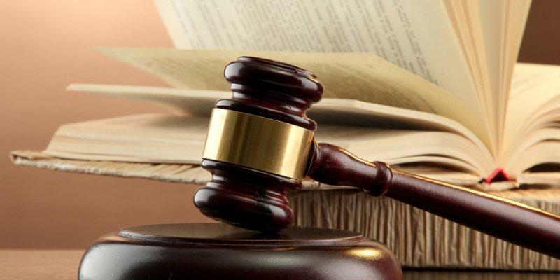 Основание и регулирование вопроса увольнения по решению суда законом и работодателем